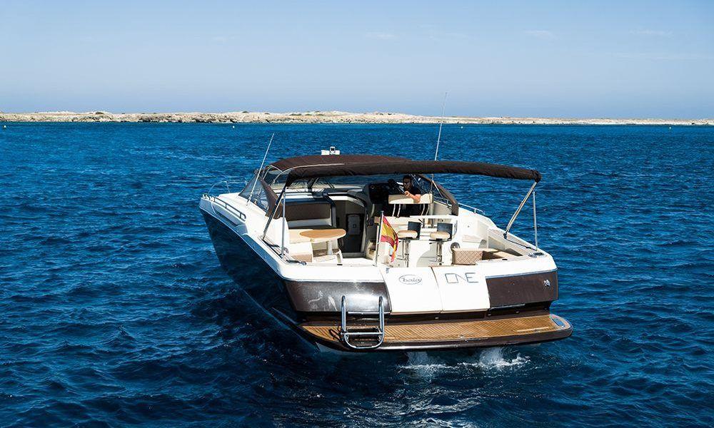 Alquiler de barcos en Ibiza Baia One
